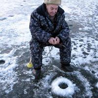 Блеснение окуня по первому льду