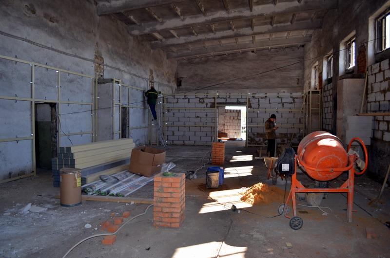 Монтаж опорных колонн для второго этажа производства опарыша
