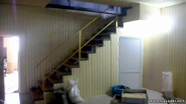 Лестница на второй этаж в цеху по выращиванию опарыша