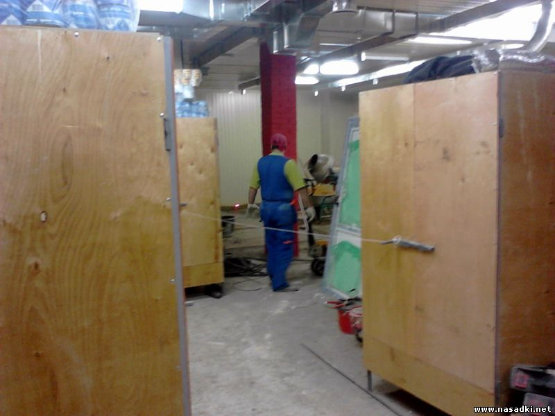 Монтаж оборудования на производстве опарыша