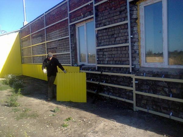 Обшивка здания производства опарыша