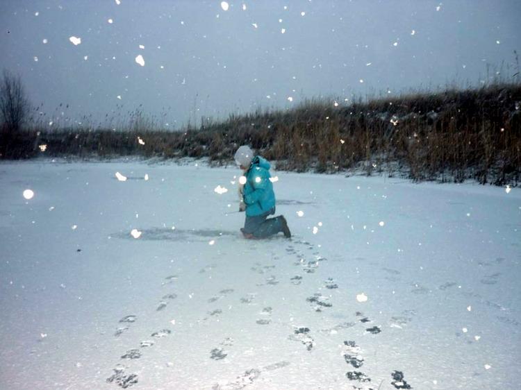Снегопад на реке